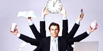 El hombre multitarea en la empresa